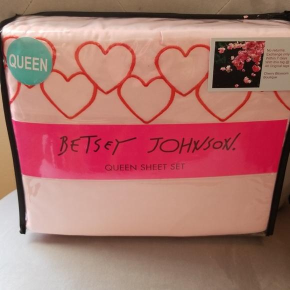 Betsey Johnson Accessories - Betsey Johnson heart sheet set